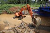 Prefectura del Cañar ejecuta trabajos de protección del puente sobre río Playa Seca