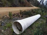 Prefectura del Cañar coloca pasos de agua en vía a Guangras